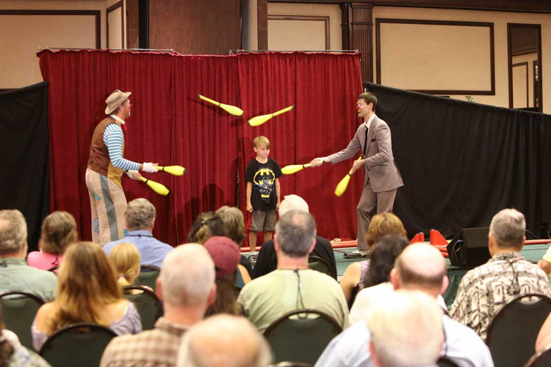 Jugglers with clubs